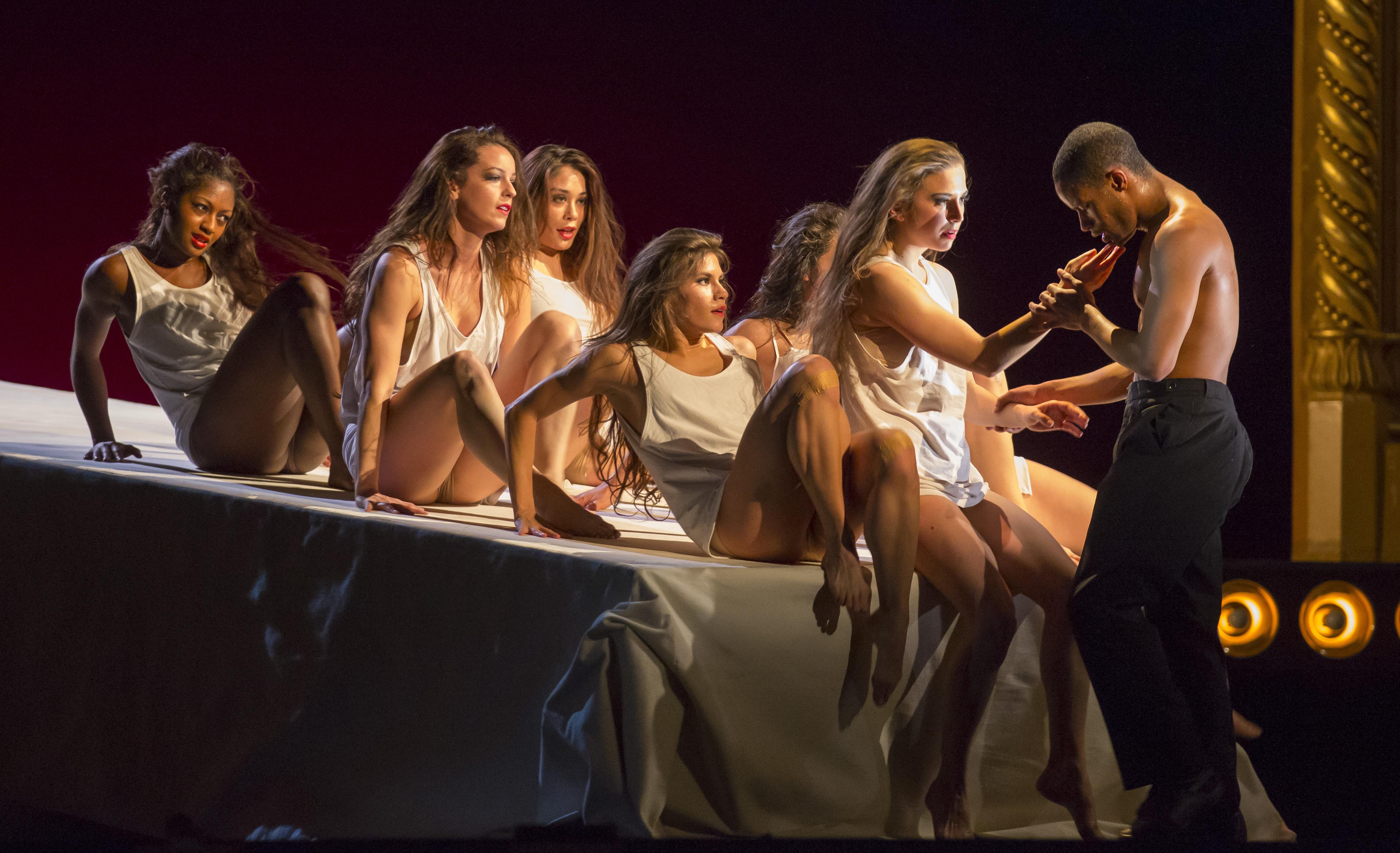 Смотреть эротика на сцене 324