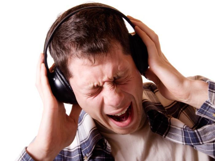 Люди массово теряют слух