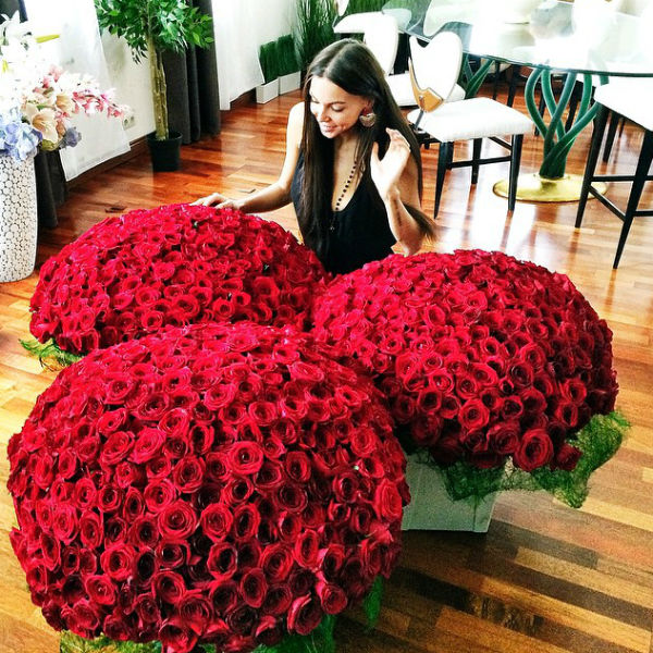 Джиган подарил жене миллион алых роз