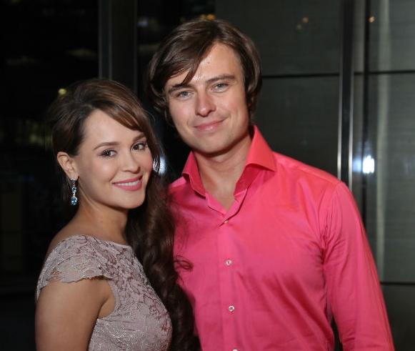 Анна Калашникова впервые после родов вышла в свет