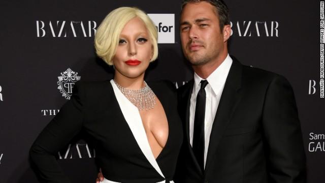 Леди Гага определилась со свадебным платьем