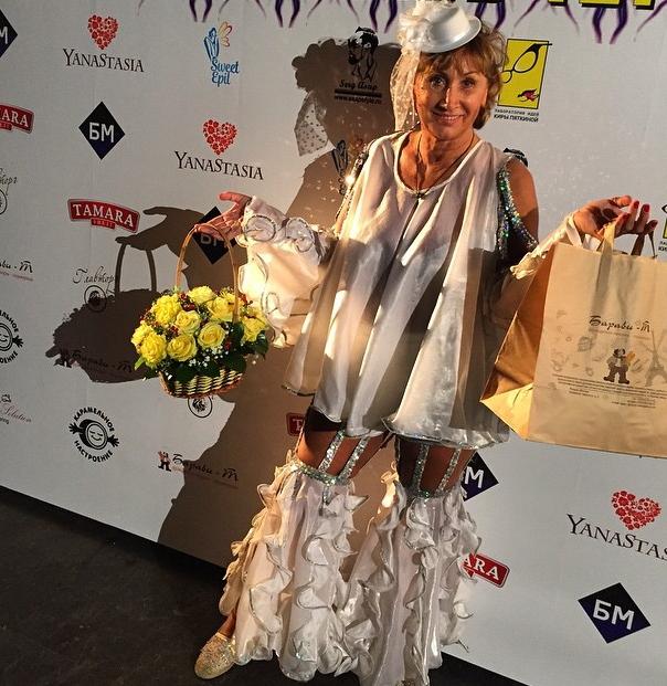 Лариса Копенкина удивила поклонников клоунским нарядом