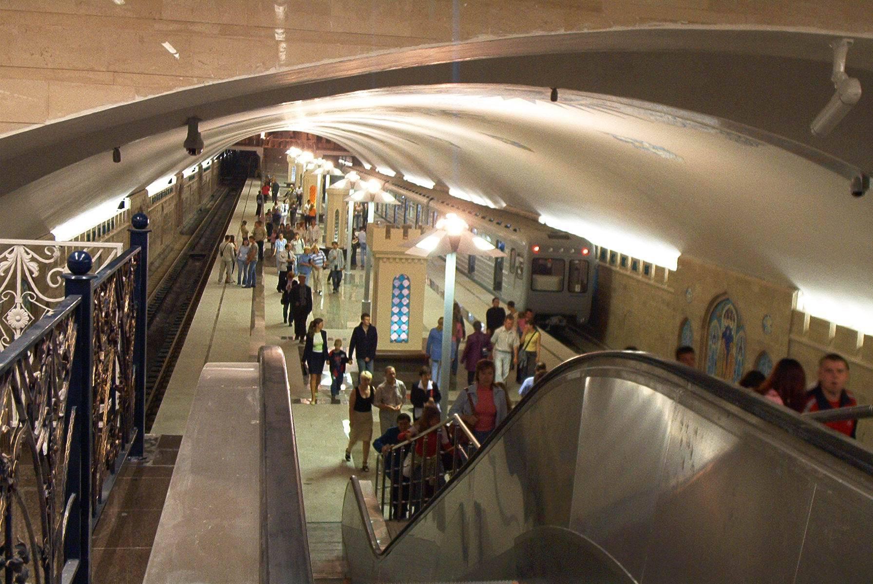 В московском метро у женщины родилась девочка