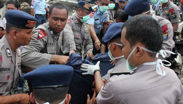 Авиакатастрофа в Индонезии забрала жизни почти четырех десятков людей