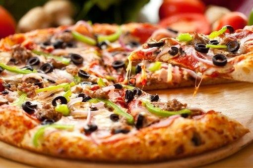 Самую большую в мире пиццу приготовили в Италии
