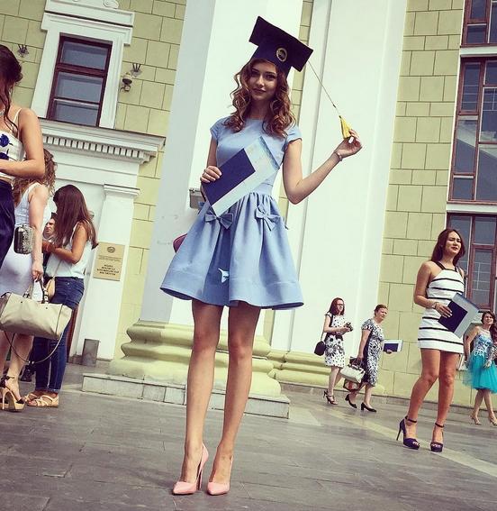 56f00b5304d Платья на выпускной института фото - Модадром