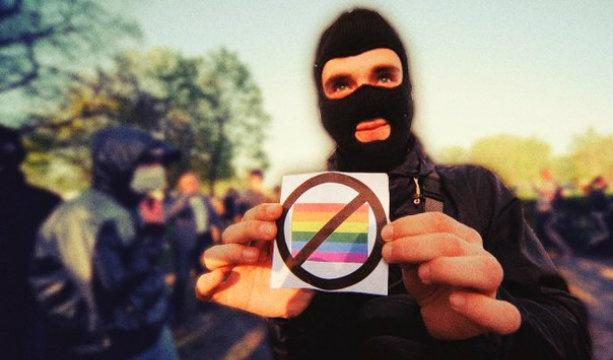 В Одессе геев и лесбиянок забросали петардами