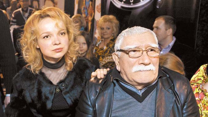 Молодая пассия Джигарханяна рассказала о свадьбе с актером