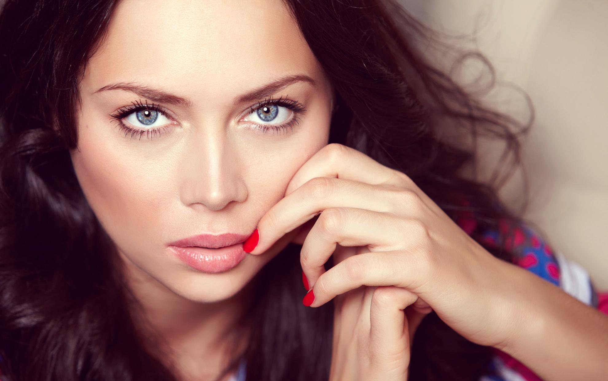 Актриса Настасья Самбурская совратила несовершеннолетнего