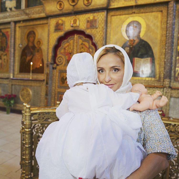 Татьяна Навка сообщила о том, что крестила младшую дочь