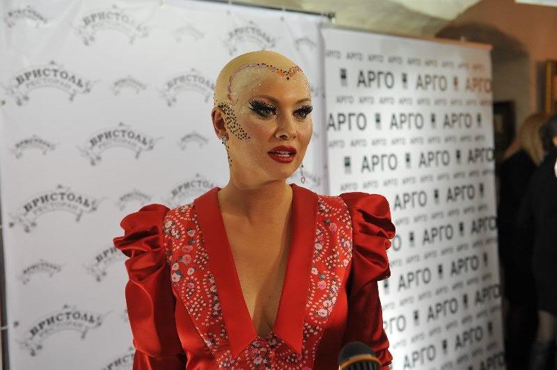 Лена Ленина приготовила для друзей самолет-катафалк