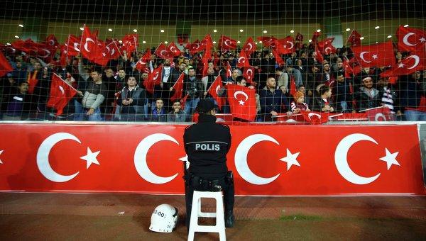 Болельщики сборной Турции во время минуты молчания: Аллах акбар!