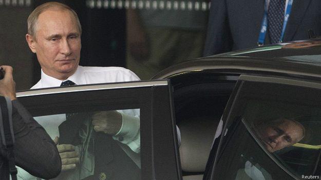 Путин отказался от церемонии фотографирования на саммите в Париже
