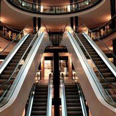 В Харькове ребенок упал с третьего этажа торгового центра