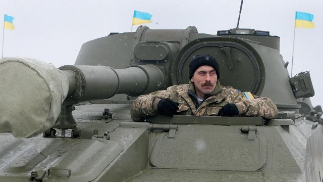 Украина возвращает тяжелую технику на линию соприкосновения