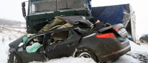 Под Саратовом в ДТП погибли трое взрослых и ребенок