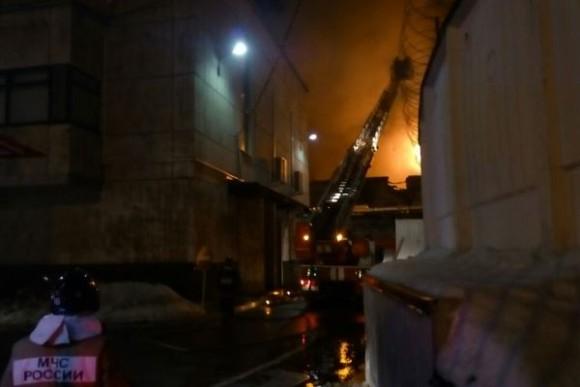 в Москве горит швейный цех