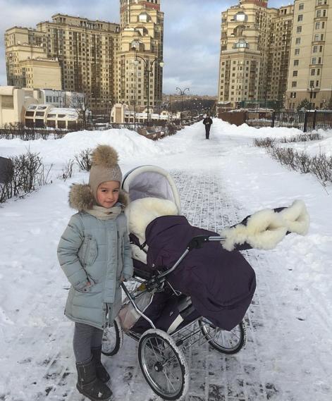 Ксения Бородина разместила фото младшей дочери