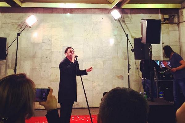 Григорий Лепс устроил концерт в московской подземке