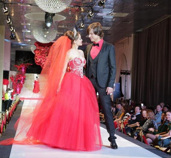 Прохор Шаляпин и Анна Калашникова в модном показе «50 оттенков серого»