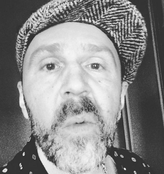 Сергей Шнуров устроил распродажу