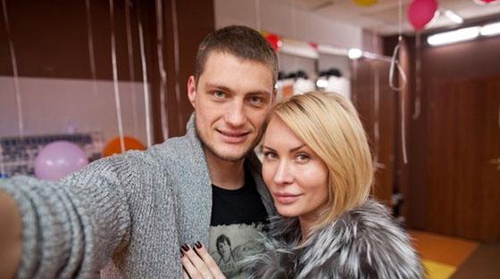 Александр Задойнов и Элина Камирен: жизнь за кадром