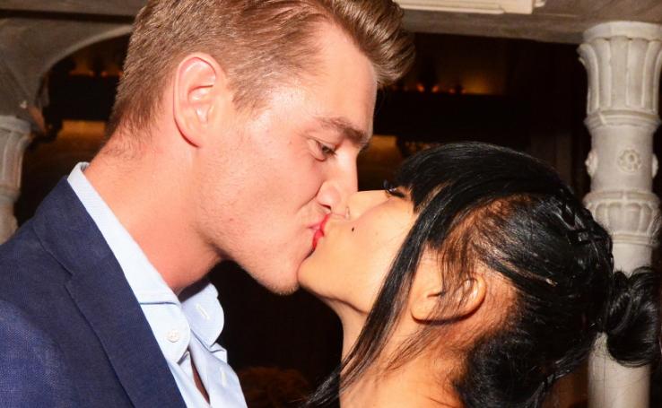 Алексей Воробьёв и Бай Лин слились в страстном поцелуе