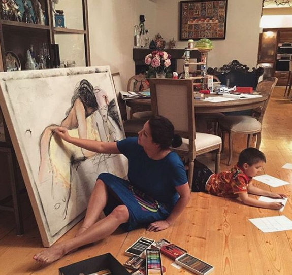 Анна Нетребко пишет картины