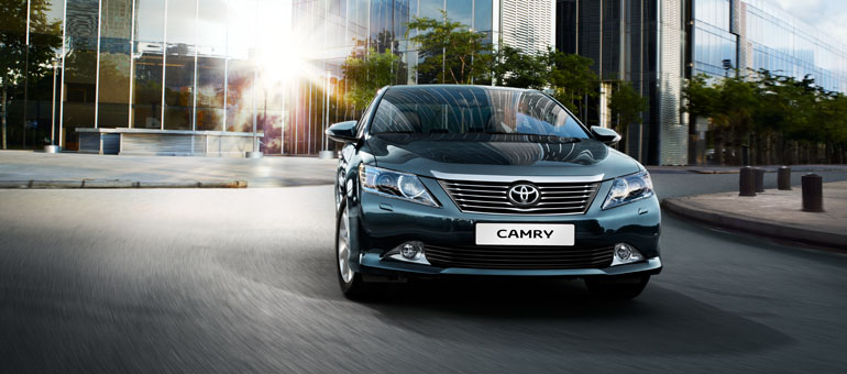 Машина впереди – это «Тойота»