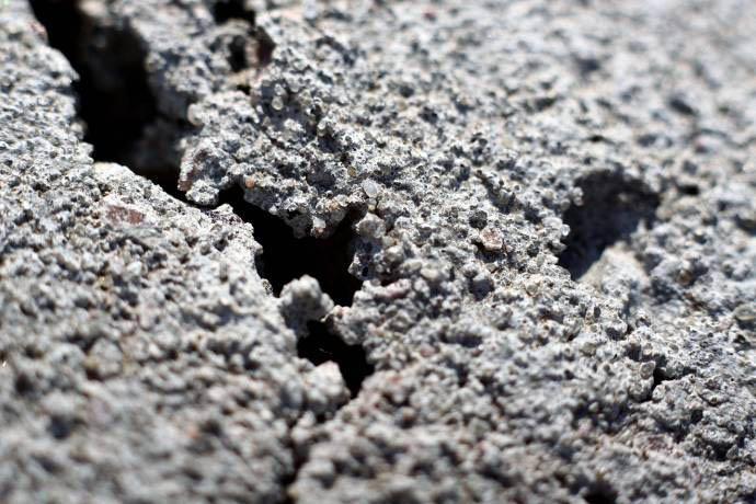 rezultat tverdeniya betona v neidealnyh usloviyah