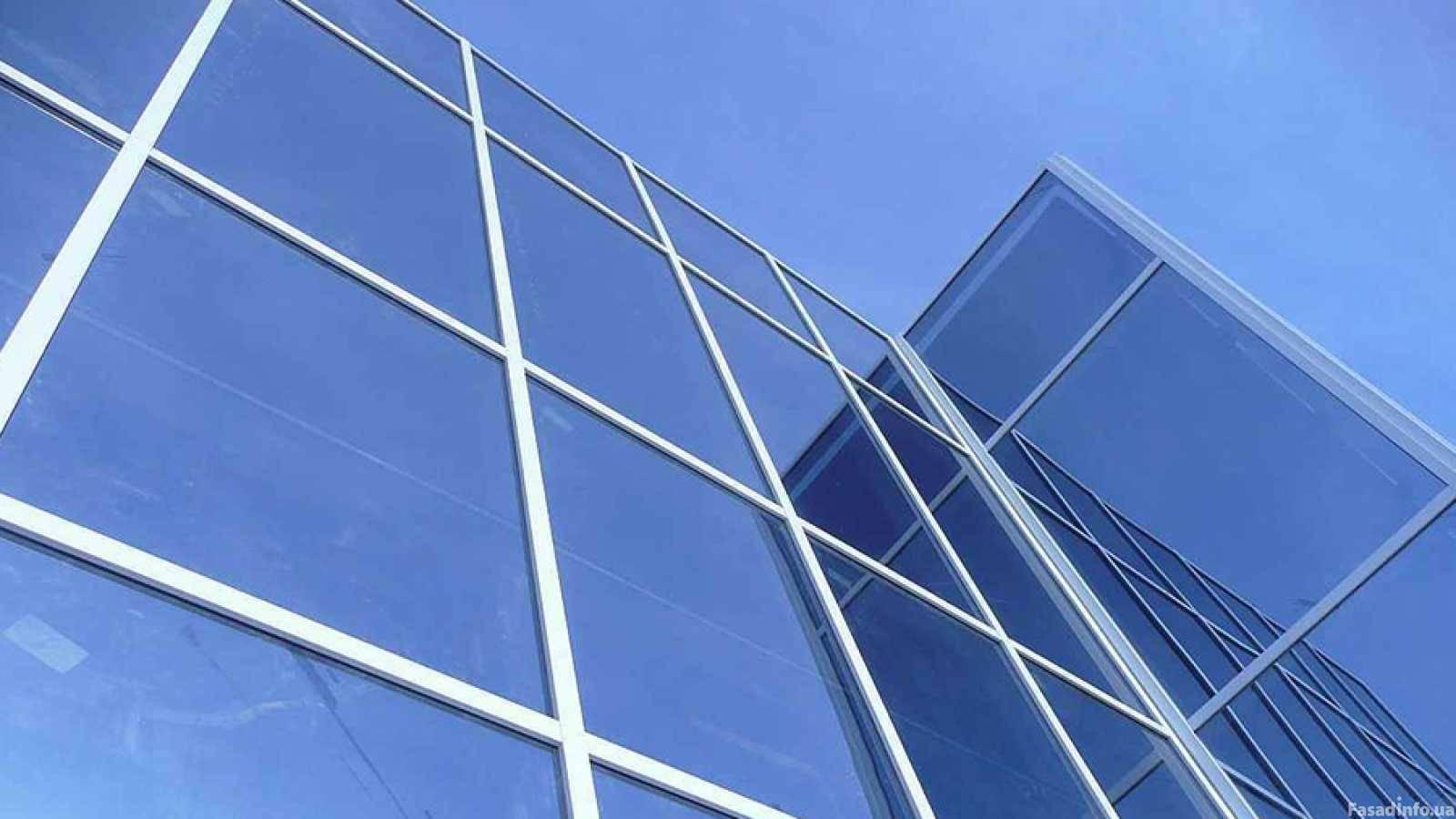 Светопрозрачные конструкции и алюминиевые окна в фасадном остеклении