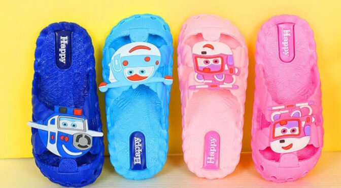 Большой выбор пляжной детской обуви